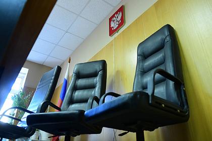 Суд поставил точку в деле очистившего двор школы от сухостоя российского сироты