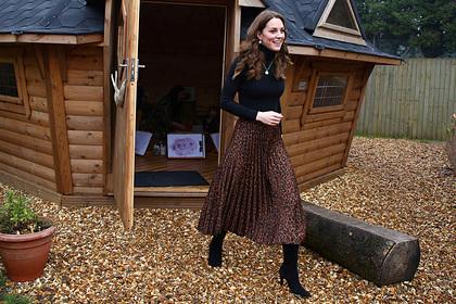 Кейт Миддлтон появилась на публике в дешевой одежде в стиле 90-х