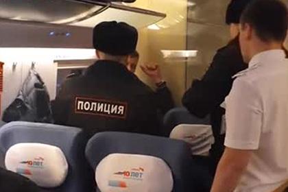Схватку полицейских с дебоширом в «Сапсане» сняли на видео