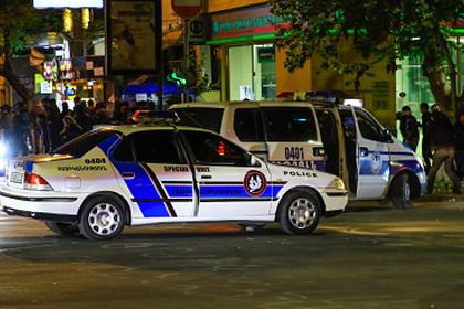 Мужчина с автоматом захватил заложника в Ереване