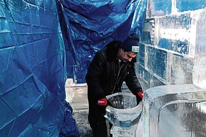 В США для бедных построили ледяной дом