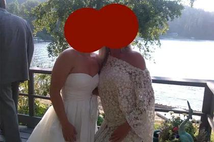 Женщина пришла на свадьбу сестры в белом платье и была обругана