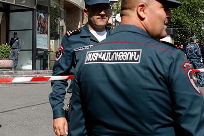 Захвативший бизнес-центр в Ереване вооруженный налетчик сдался