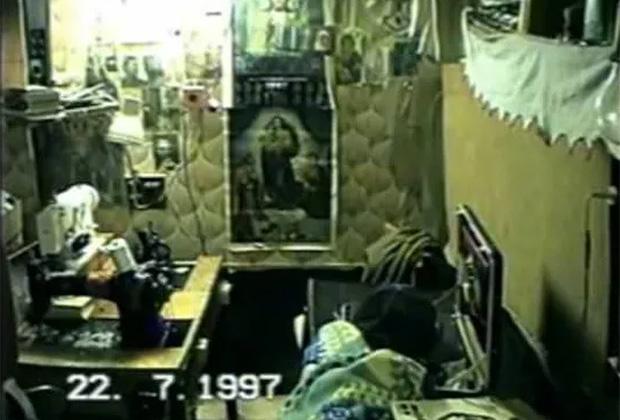 Рабочее место пленниц в бункере Александра Комина