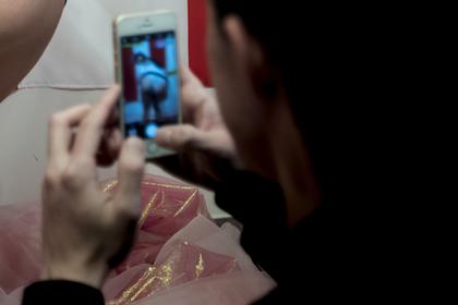 Россияне попались на съемках порно со школьницами