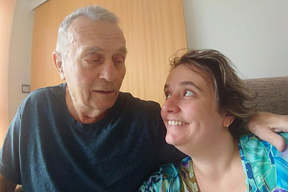 40-летняя сиделка бросила мужа и работу ради 78-летнего пациента