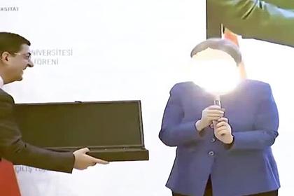 Меркель обрадовалась подарку Эрдогана