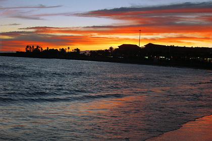 Туристы отдыхали на яхте и выловили из океана полтонны гашиша