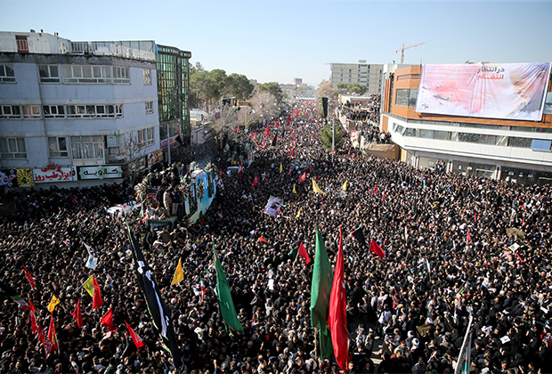 Похоронная процессия в Кермане — родном городе Сулеймани