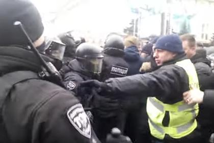 Украинские националисты в Харькове напали на митинг в поддержку русского языка