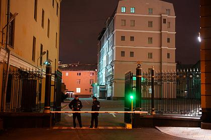 Неизвестные попытались протаранить машиной здание полиции Москвы
