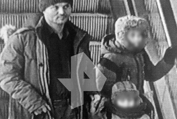 Виктор Гаврилов с сыновьями в аэропорту Шереметьево