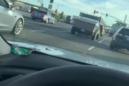 Илона Маска опять заметили на дороге в Cybertruck