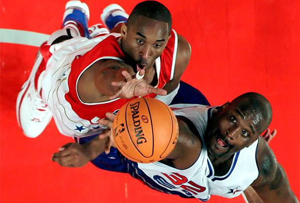 Коби Брайант (слева) против Шакила О'Нила на матче звезд НБА