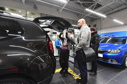 Россияне купили половину новых машин не на свои деньги