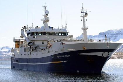 В Охотском море затонул российский траулер