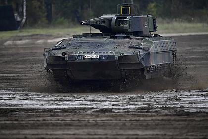 Военным в Германии пришлось тренироваться на машинах из-за нехватки танков