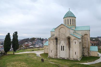 Россиянин свалился со стены храма в Грузии