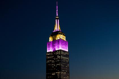 Легендарный небоскреб подсветили в честь погибшего Коби Брайанта
