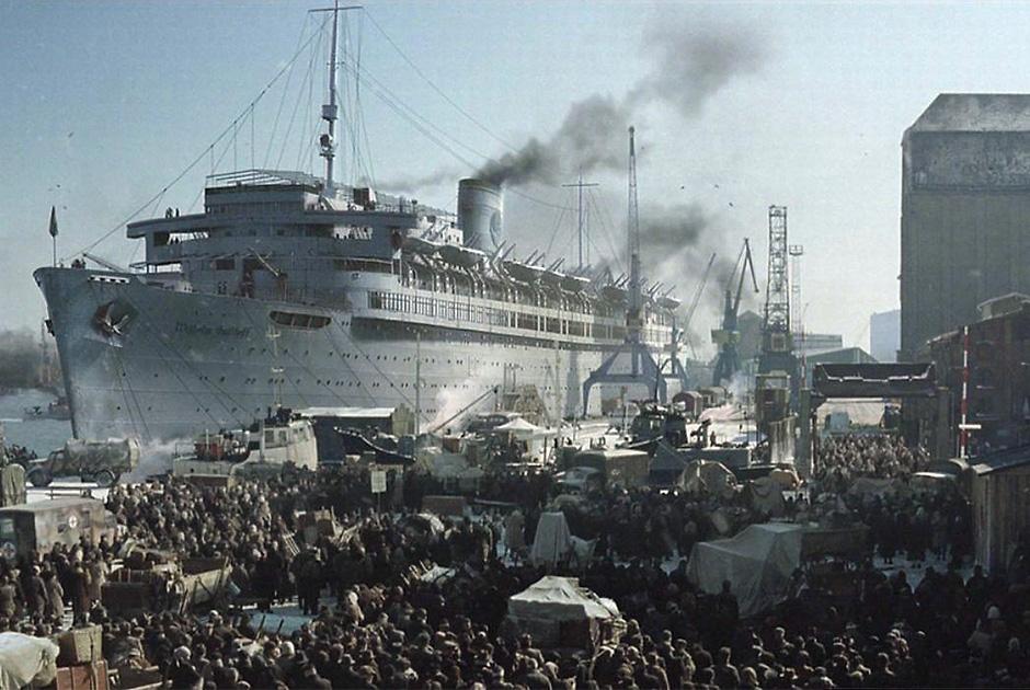 Тысячи беженцев устремились на транспорт «Вильгельм Густлофф»