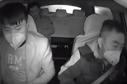 Реакция таксиста на прибывшего из зараженного Уханя пассажира попала на видео