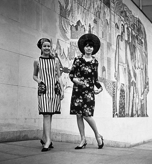 Коллекция женской одежды весна-лето 1966 года. Платья с цветочным орнаментом — продукция Рижской швейной фабрики «Ригас апгербс»