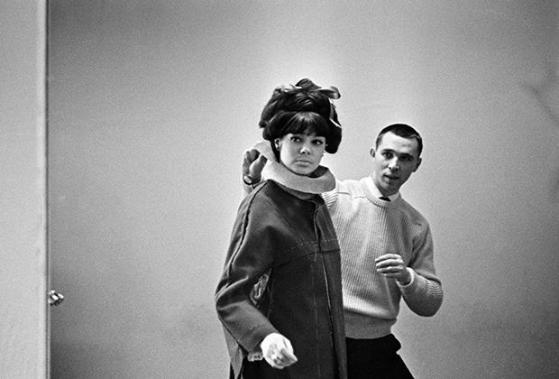 Вячеслав Михайлович Зайцев и манекенщица Регина Збарская, 1963