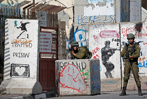 Израильские солдаты на Западном берегу реки Иордан