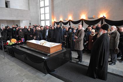 В столице  проходит отпевание протоиерея Чаплина | Религия