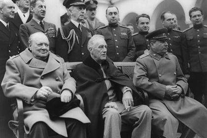Уинстон Черчилль, Франклин Рузвельт и Иосиф Сталин