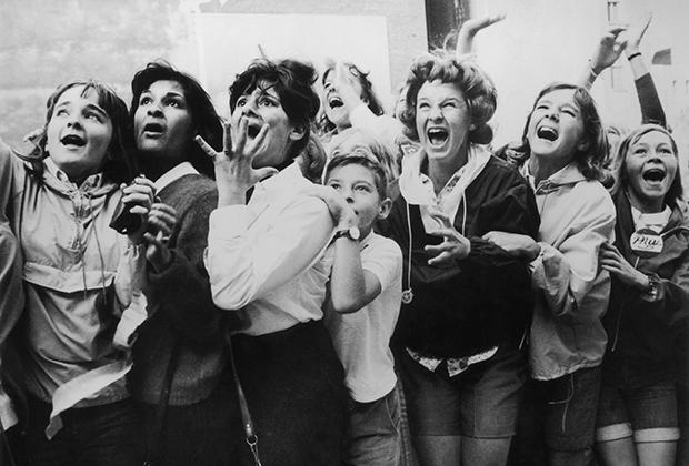 Фанатки The Beatles в Торонто, Канада, 1964 год