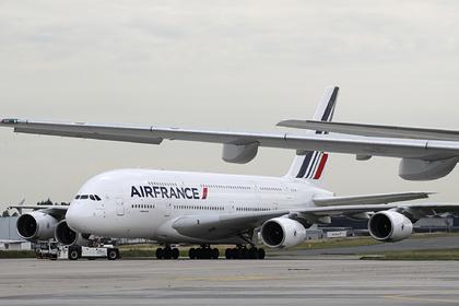 Потасовка пилотов пассажирского самолета сорвала рейс и расстроила россиян