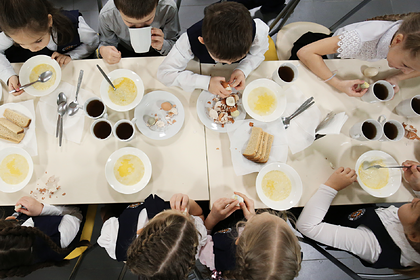 В российском регионе на горячее питание школьников потратят по 5 рублей в день