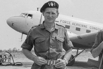 Война с коммунистами и угон самолета: как обычный бухгалтер стал самым известным в мире наемником