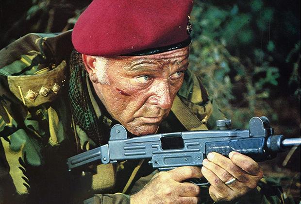 Ричард Бертон в роли полковника Аллена Фолкнера — его прототипом послужил Бешеный Майк
