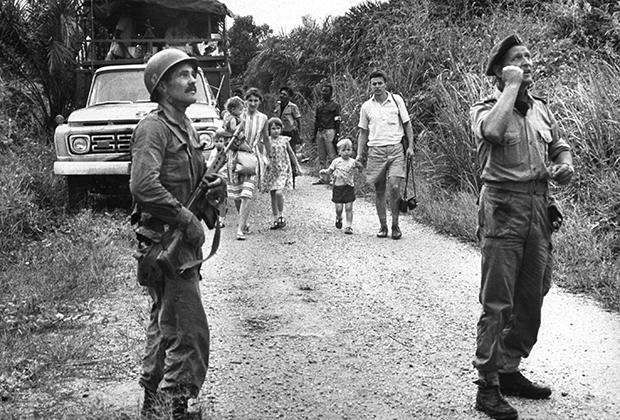 Майк Хоар помогает эвакуировать людей в Конго после резни