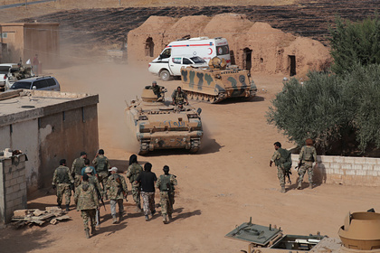 Турция перебросила в Сирию десятки танков и бронемашин