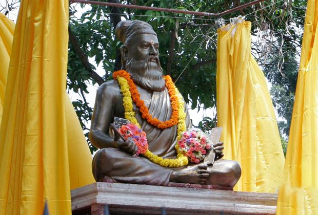 Статуя древнеиндийского поэта и философа Тируваллувара