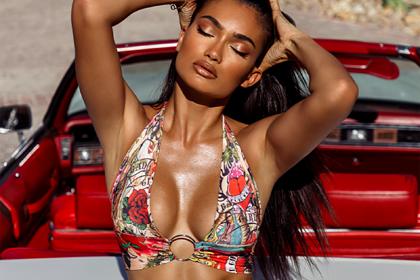 Моделей популярного женского бренда раскритиковали за излишнюю сексуальность