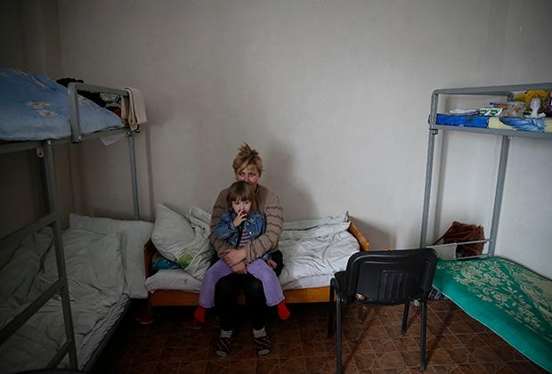 Женщина с ребенком, получившая приют в волонтерском центре