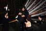 «Паразиты» стали первым в истории победителем «Оскара» в категории «Лучший фильм», который был снят не на английском языке. В прошлом мае картина Пон Джун-хо, которая иллюстрирует классовое расслоение через историю одной бедной семьи, втирающейся в доверие к сеульским богачам, уже выигрывала «Золотую пальмовую ветвь» на Каннском фестивале — а на «Оскаре» удостоилась сразу четырех наград, победив также в номинациях «Лучший иностранный фильм», «Лучший оригинальный сценарий» и «Лучший режиссер».