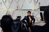 Американская фотомодель и предпринимательница Блэк Чайна не смогла выбрать, какую из частей тела ей хочется продемонстрировать, и оголила все сразу — и ноги, и грудь. Она вышла в свет в черном бархатном платье-костюме дизайнера Дона Матоши (Dona Matoshi) с вырезом кливидж, рукава и плечи которого украшены синими стразами и пайетками.