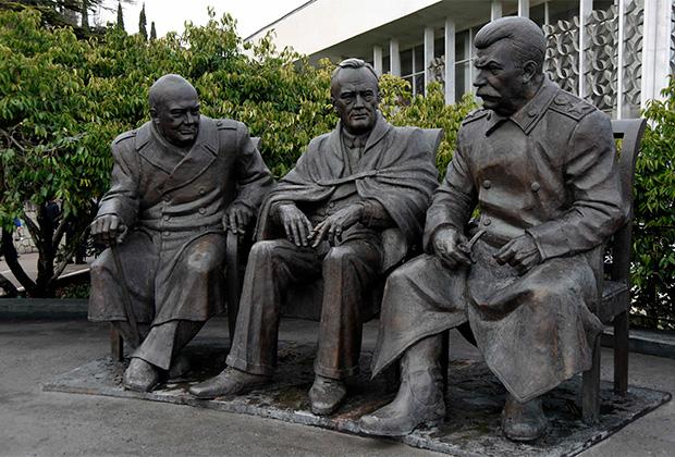 Открытие памятника лидерам стран антигитлеровской коалиции — участникам Ялтинской конференции 1945 года. Крым, февраль 2015 года