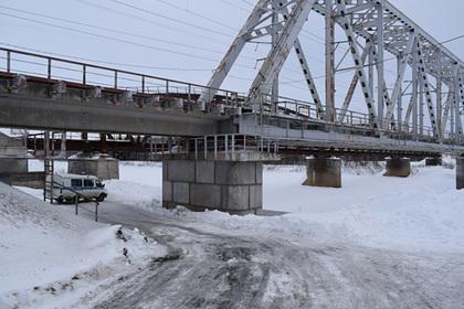 Россияне сбросили девушку с железнодорожного моста