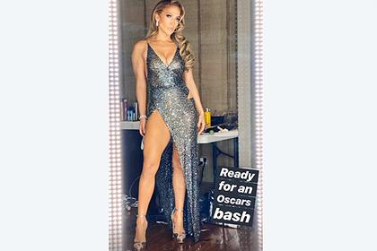 Дженнифер Лопес появилась на афтепати «Оскара» в платье с высоким разрезом