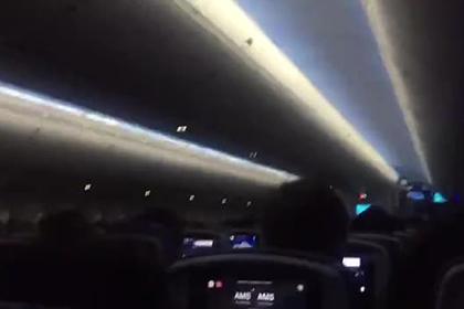 Ужас пассажиров при пятой попытке посадить лайнер в ураган сняли на видео