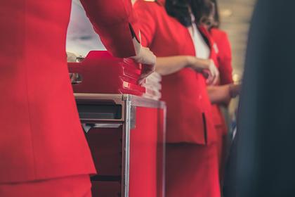 Стюардесса назвала непригодную для обеда в самолете еду