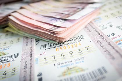 Мужчина выиграл в лотерею сто тысяч долларов и выбросил билет в мусорное ведро