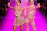 «I'm a Barbie girl in a Barbie world», — пела в 90-х группа Aqua. Модели на показе американского бренда The Blonds будто изображают всемирно известных кукол. Сестры Хэмлин (Delilah Belle и Amelia Gray Hamlin), которых в СМИ уже прозвали новыми Кендалл и Кайли, прошлись по подиуму в розовых атласных нарядах с рюшами и цветочными нашивками, на каблуках и в пластиковых серьгах. И, как полагается современным Барби, принялись делать селфи прямо во время работы.