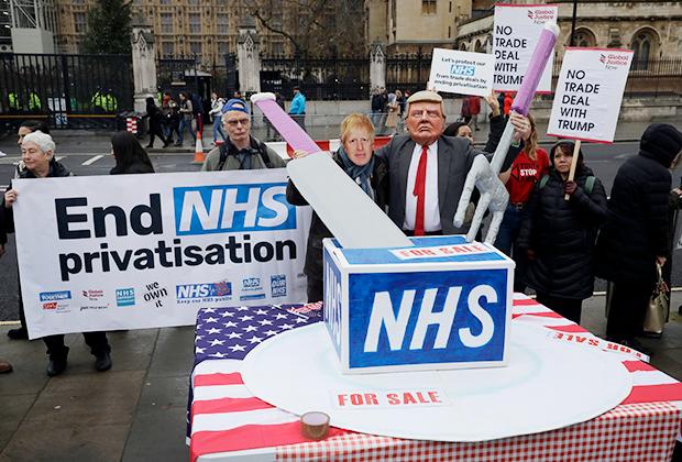 Активисты выступают против приватизации NHS. Лондон, Великобритания